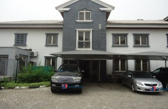 Well Concealed Luxurious 4 Bedroom Terraced Duplex