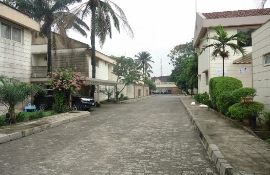 5 Bedroom Duplex with Excellent Facilities and Lawn Tennis Court