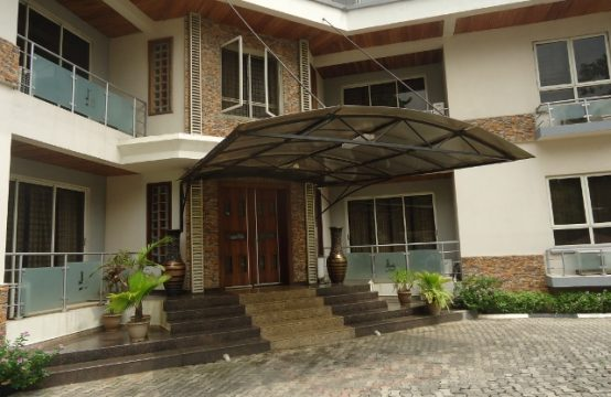 Fully Furnished 3 Bedroom Pent-floor Apartment with Study Room